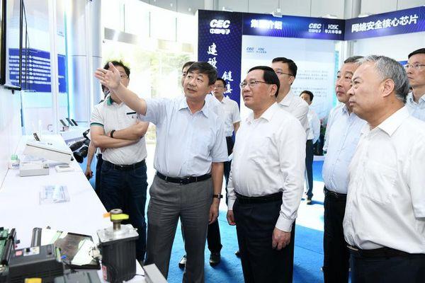 """打响""""上海制造""""品牌要抓住这个重点!李强专题调研半导体产业发展"""
